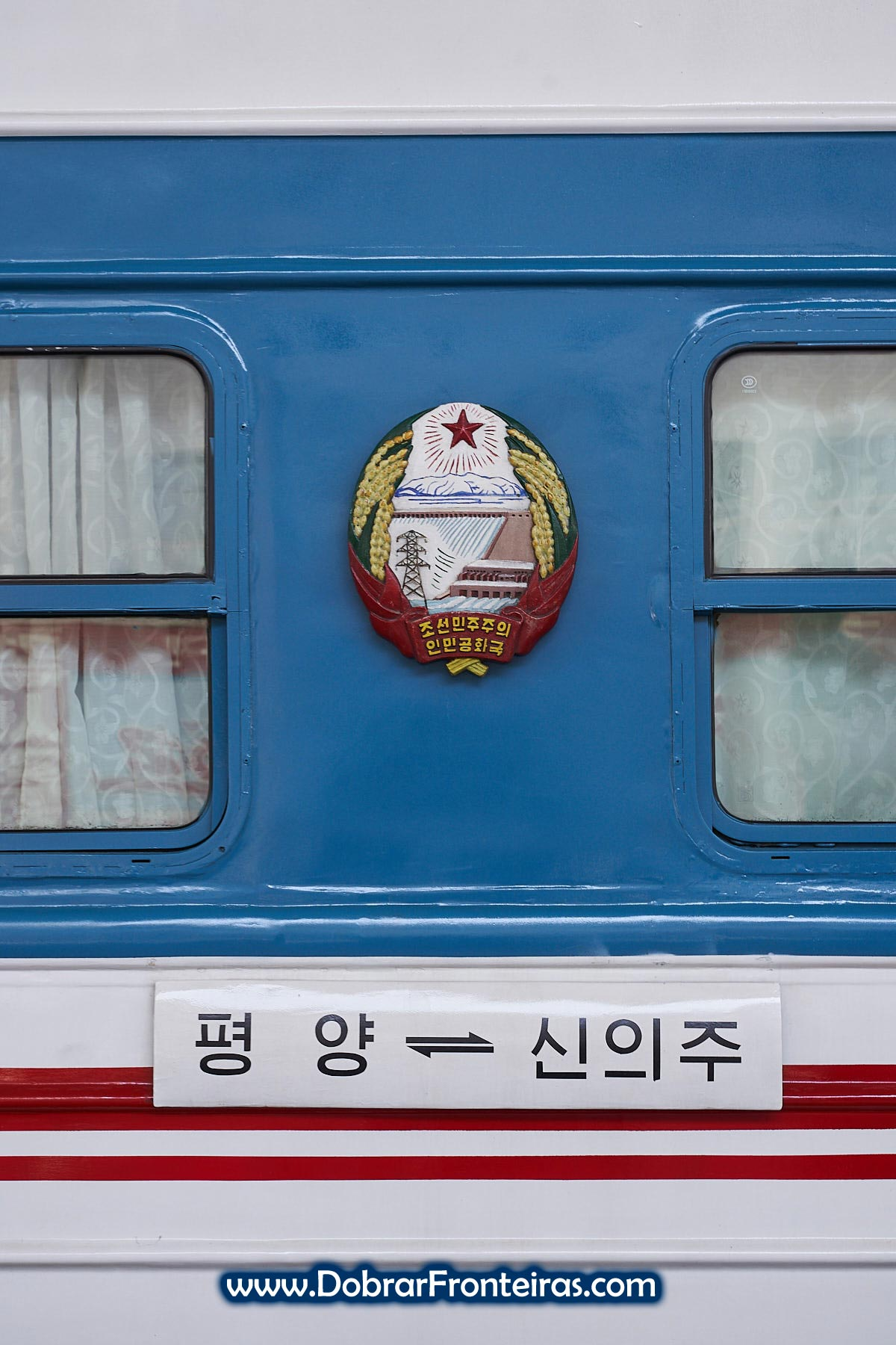 Placa do comboio Sinujiu, Pyongyang, Coreia do Norte