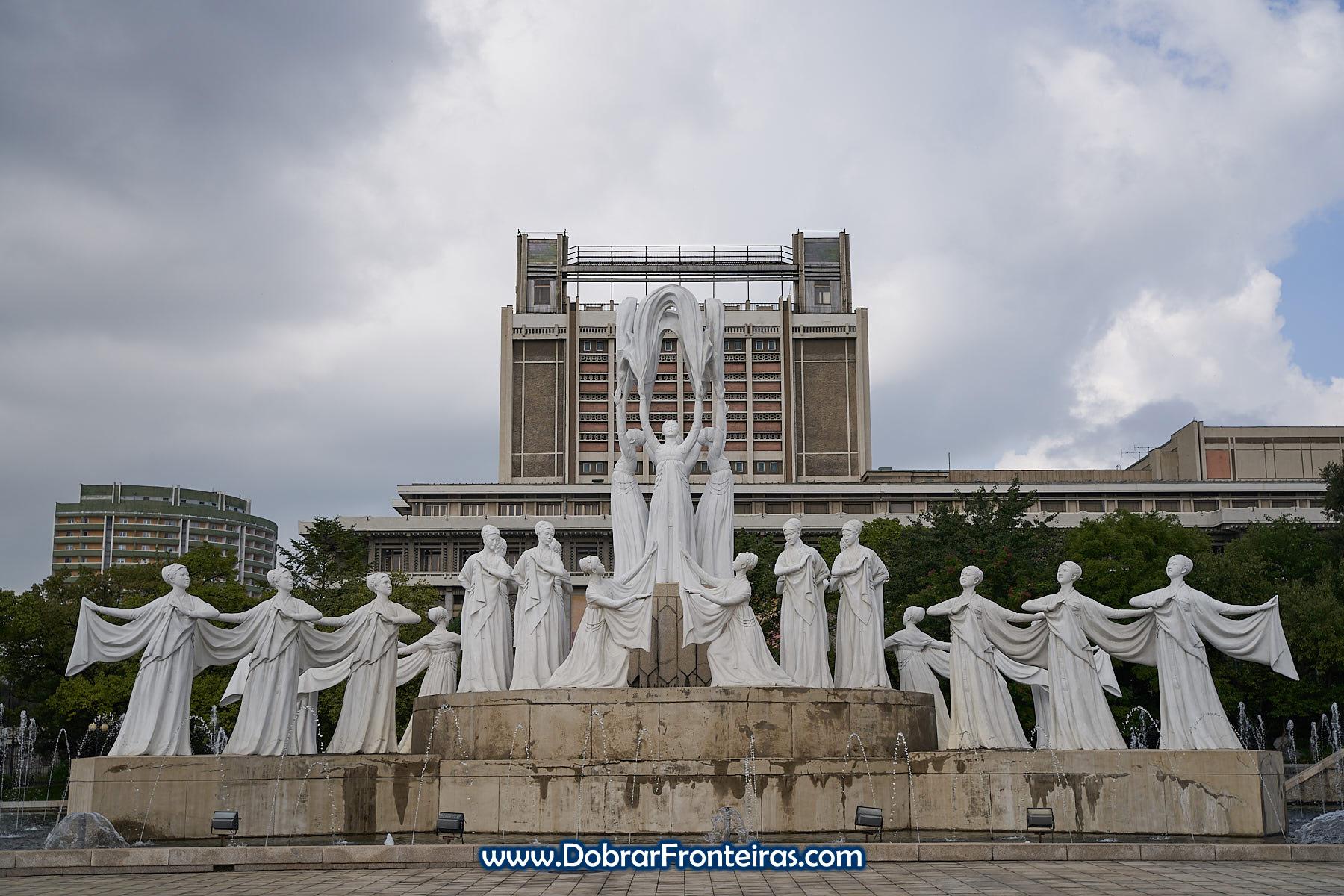 Escultura norte coreana