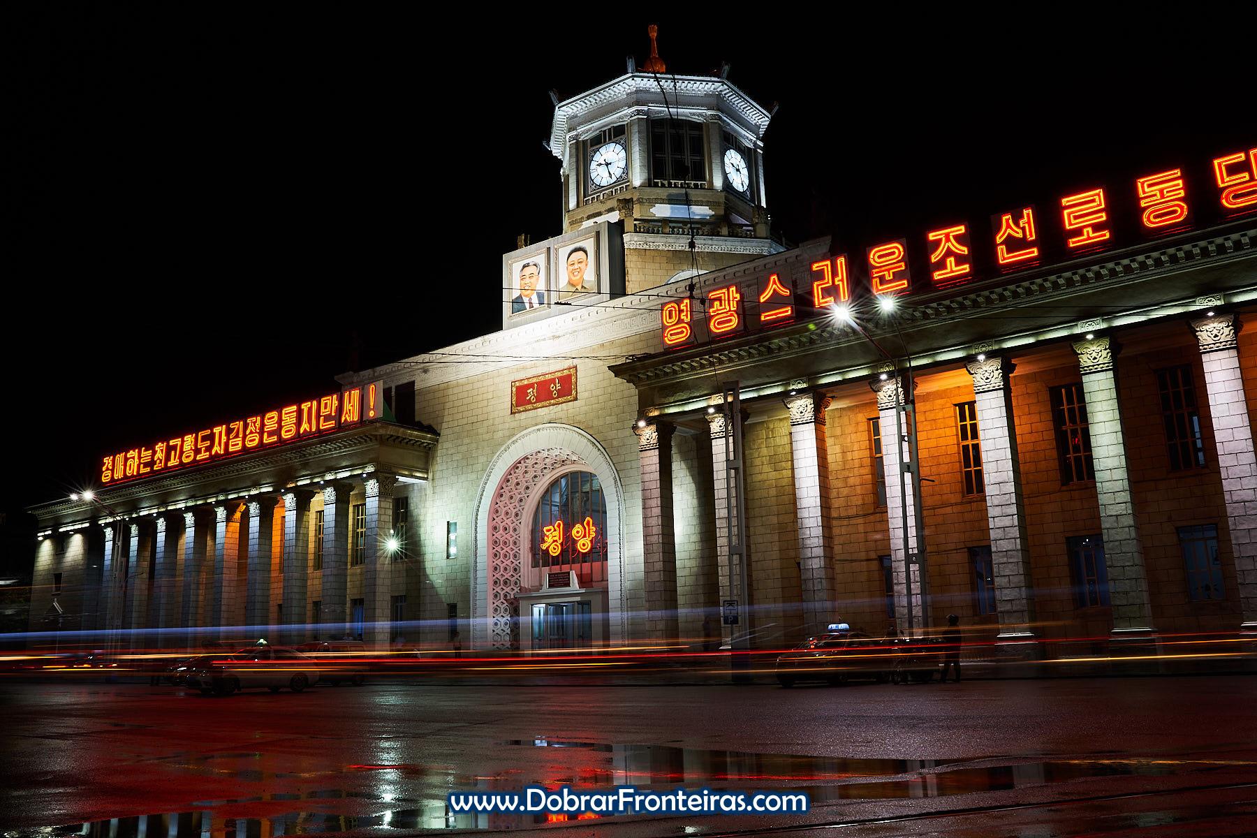 estação de comboio de Pyongyang à noite