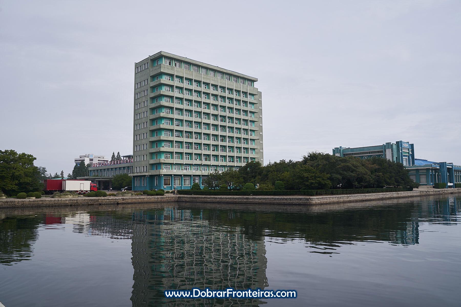 hotel junto à água em Wonsan, Coreia do Norte