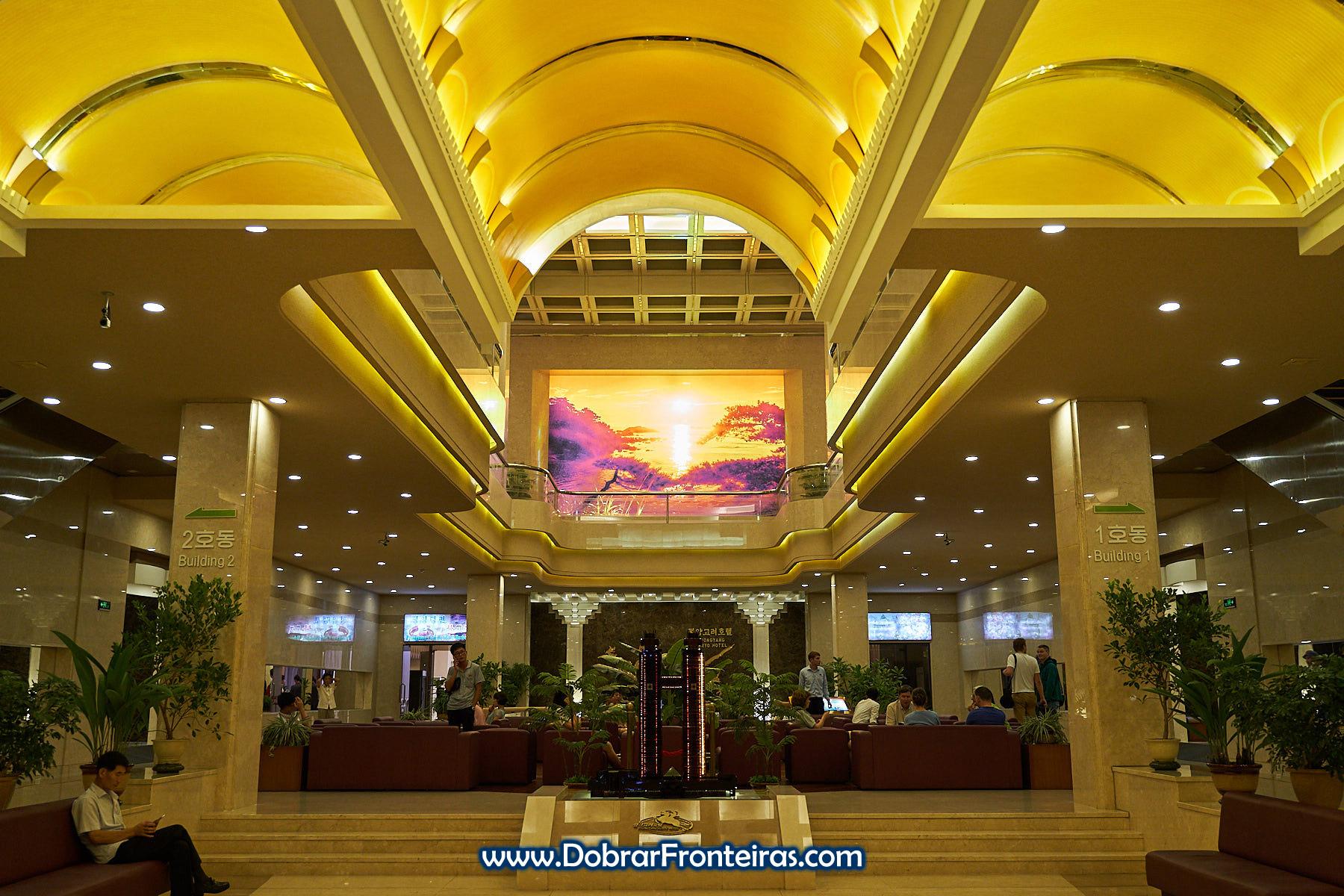 lobby do hotel Koryo em Pyongyang