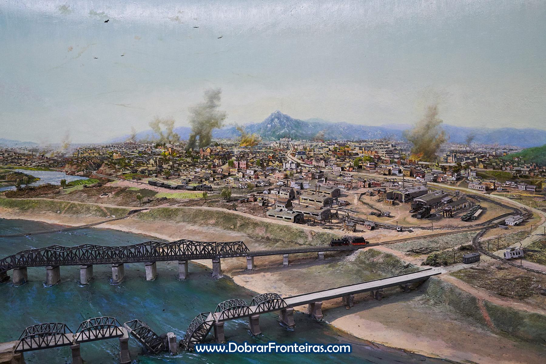 Maqueta de cidade norte-coreana durante a guerra