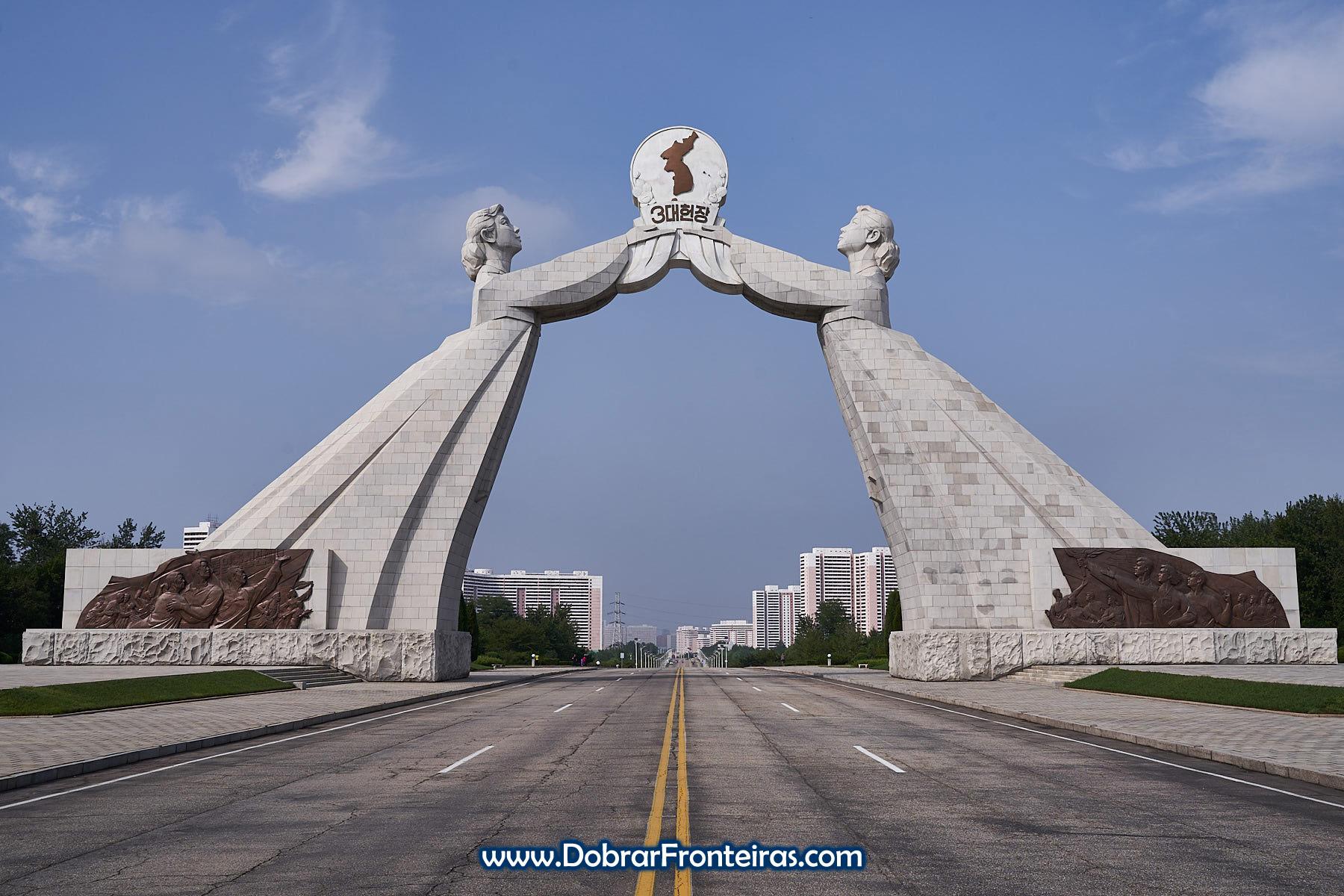 Arco da Reunificação em Pyongyang