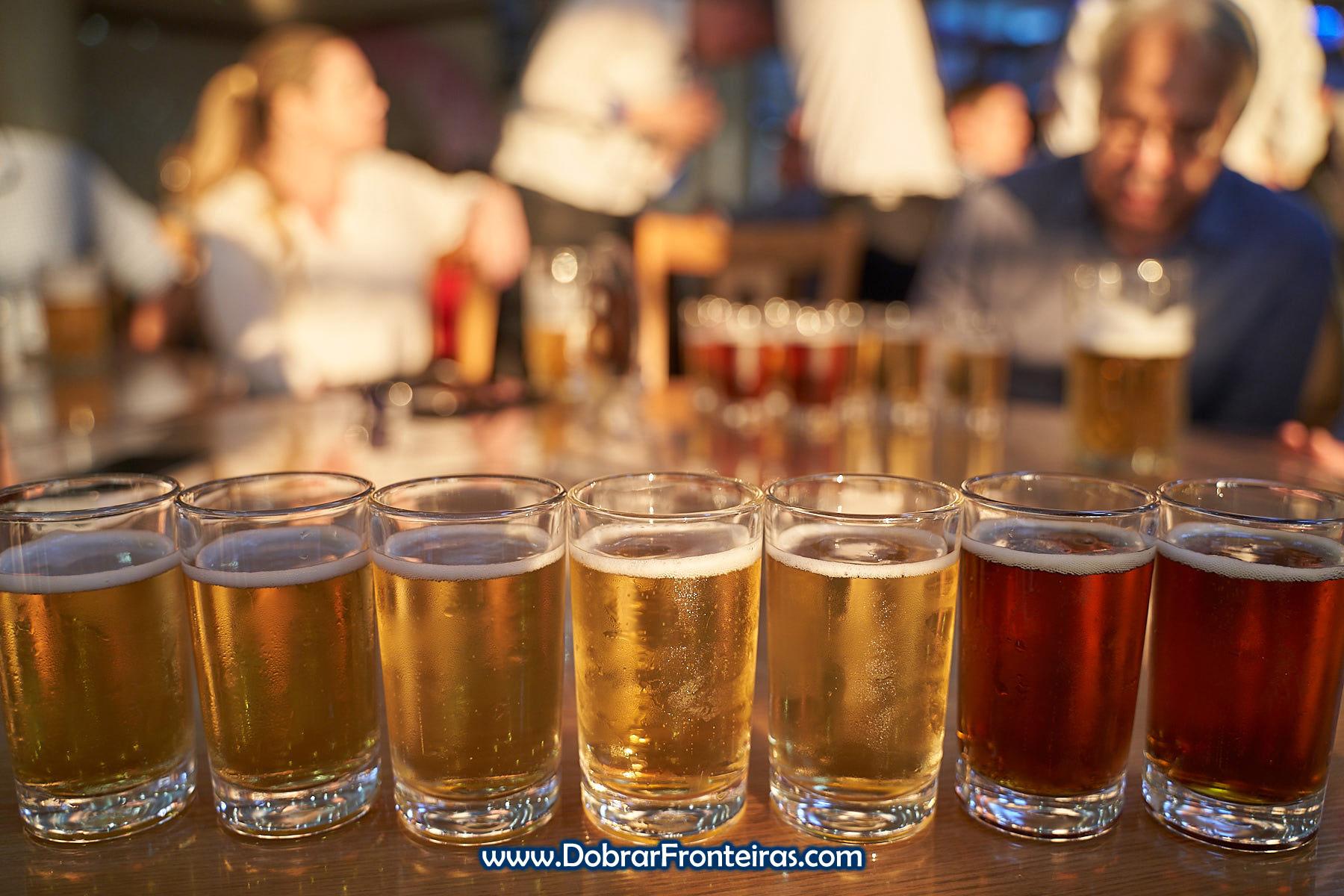 Copos de cervejas na Coreia do Norte