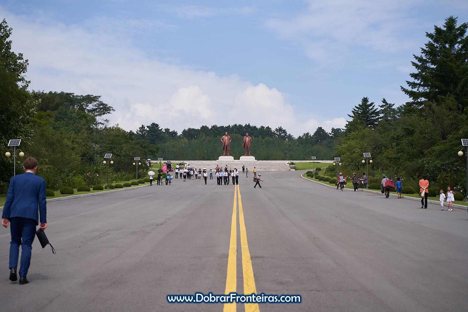 Estátuas líderes Keasong Coreia do Norte