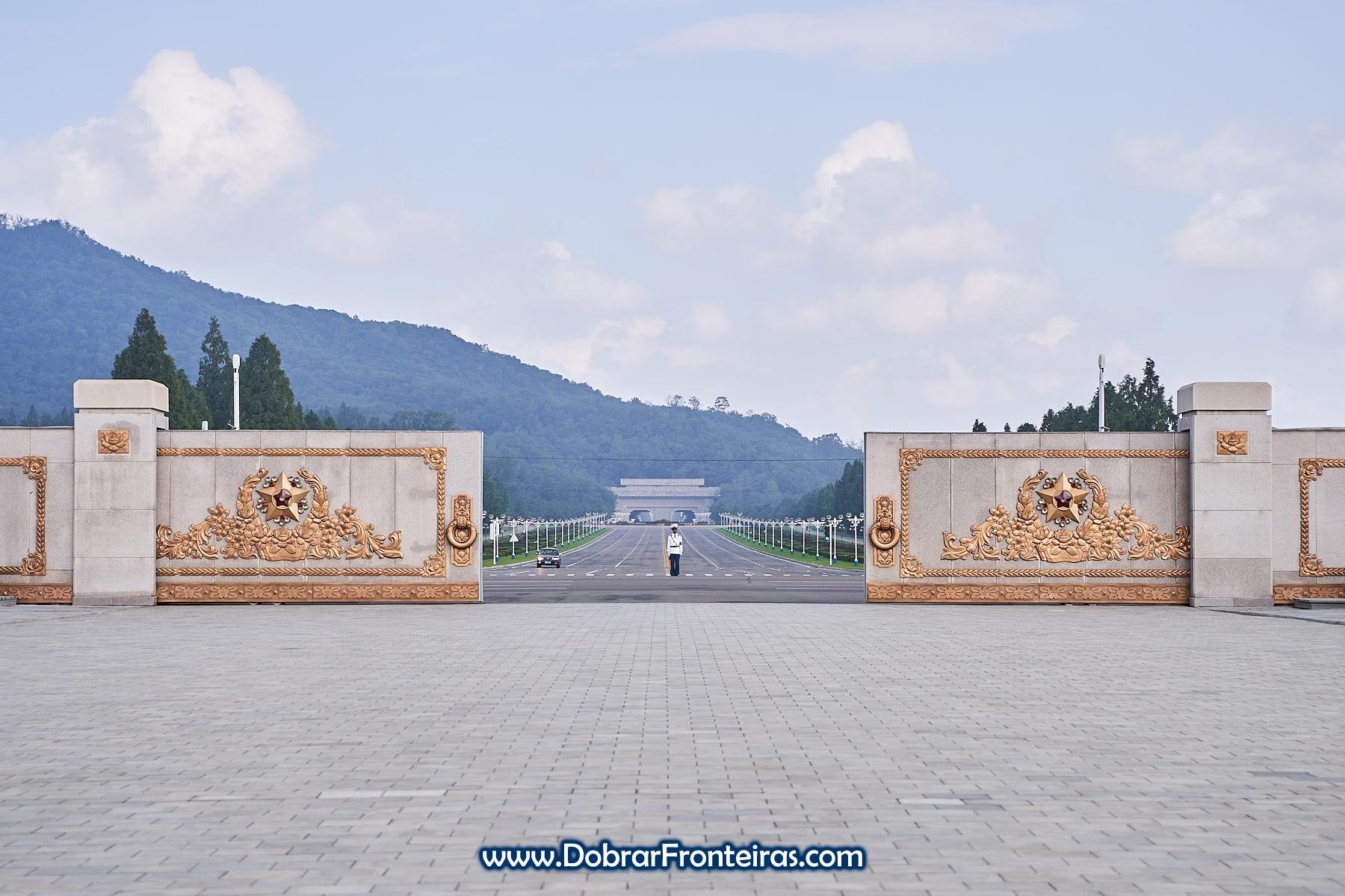 Portão de Kumsusan em Pyongayng