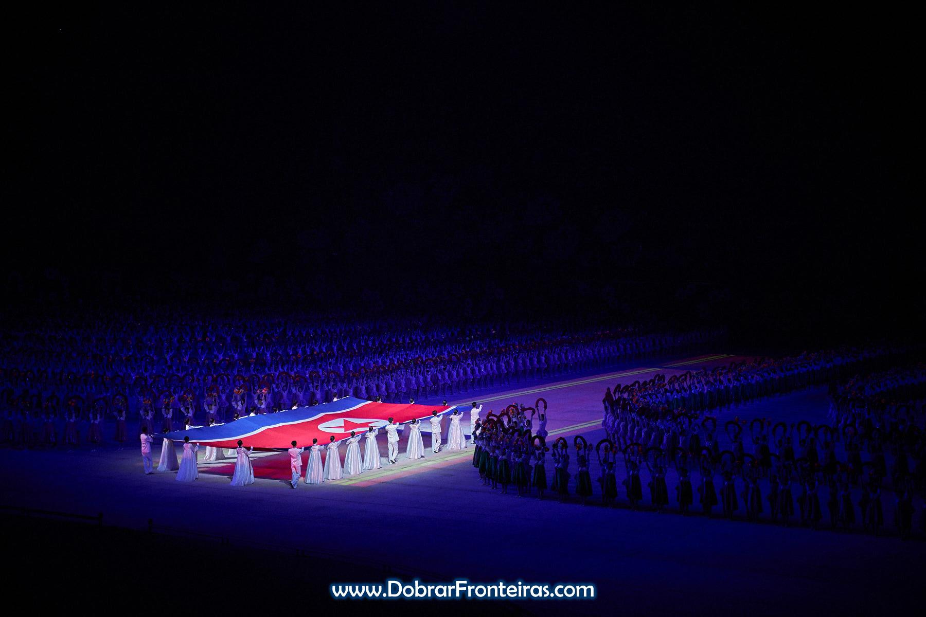 Bandeira nos Mass Games 2019 Coreia do Norte