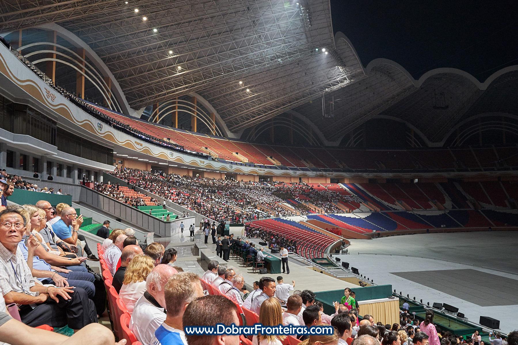 Plateia dos Mass Games Pyongyang