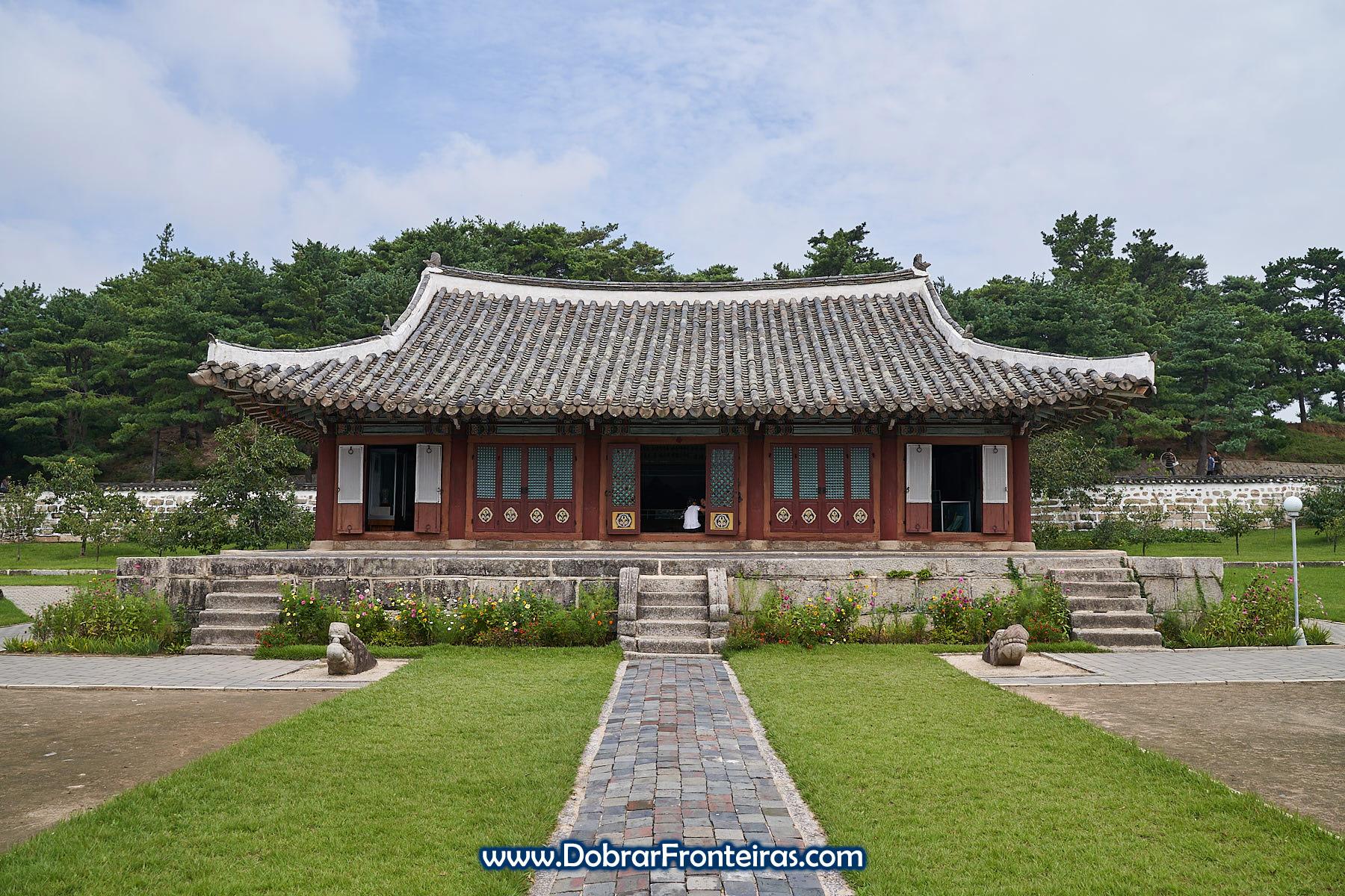Edifício histórico na universidade de Kaesong