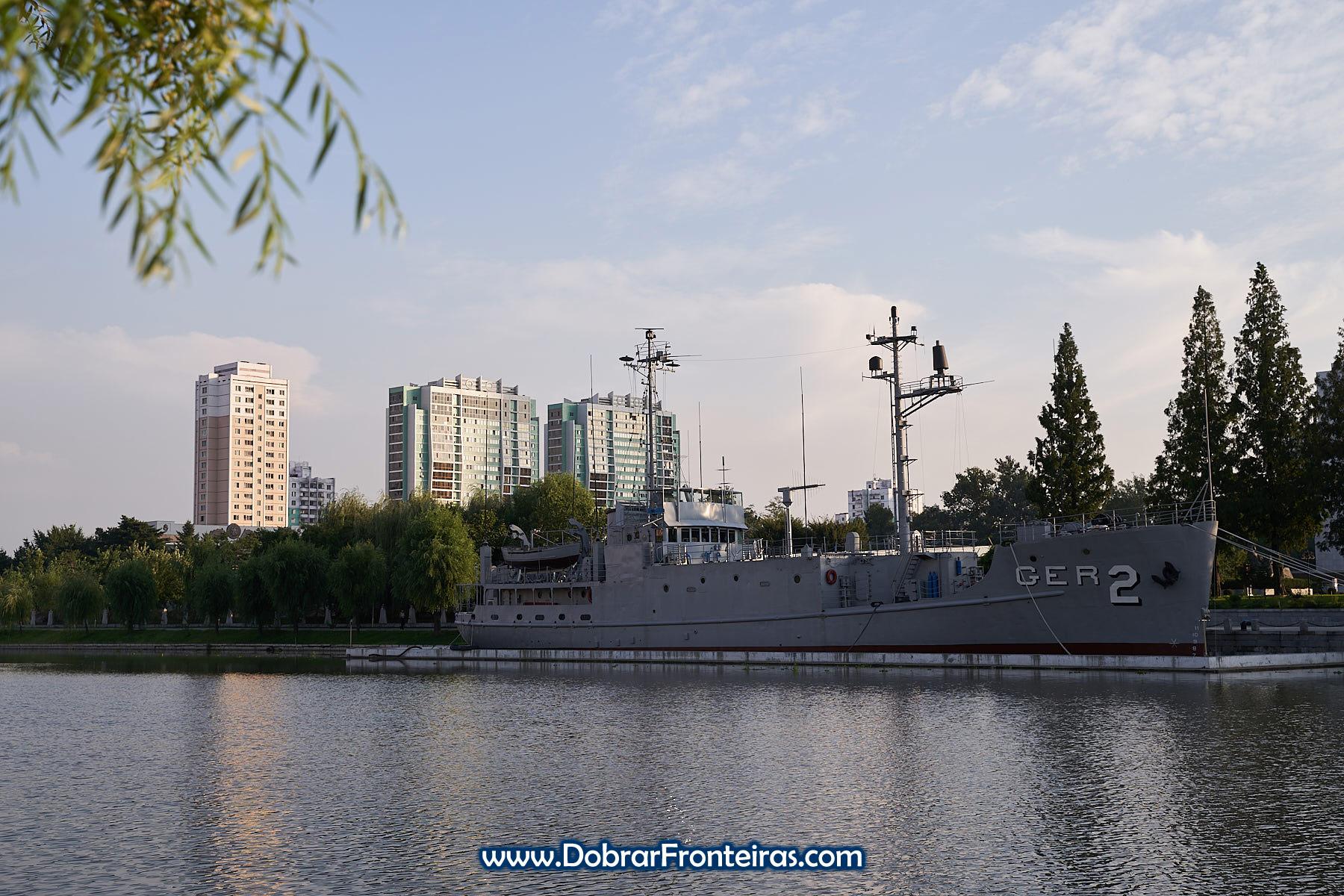 Navio espião americano USS Pueblo GER 2 em Pyongyang