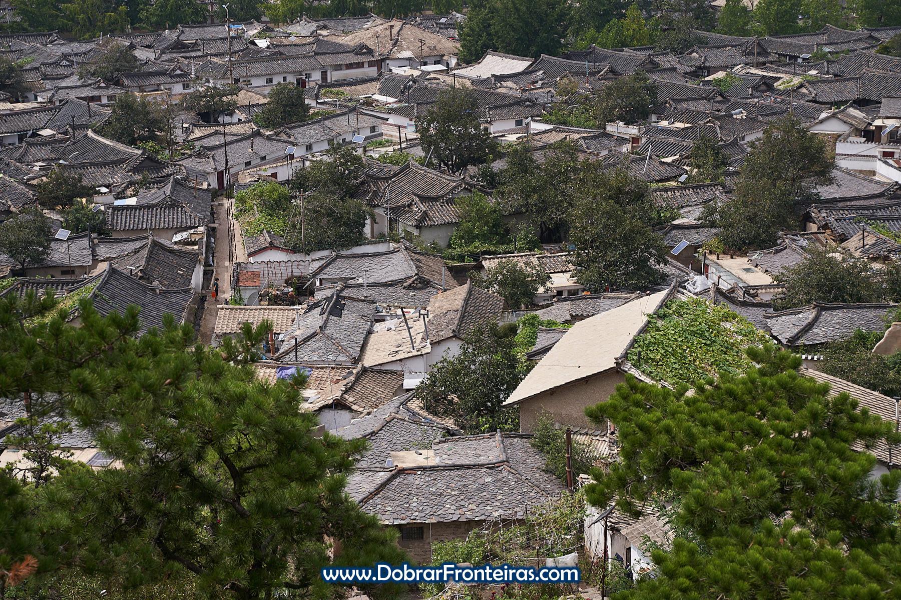 Telhados da cidade velha de Kaesong