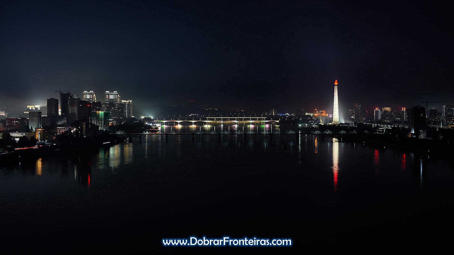 Vista panorâmica nocturna de Pyongyang