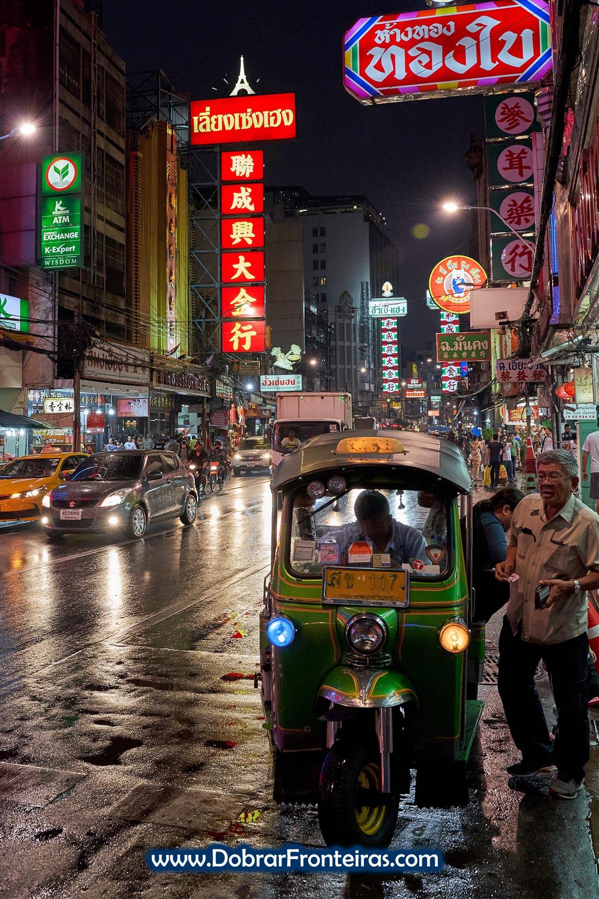 Cena nocturna na China Town de Banguecoque