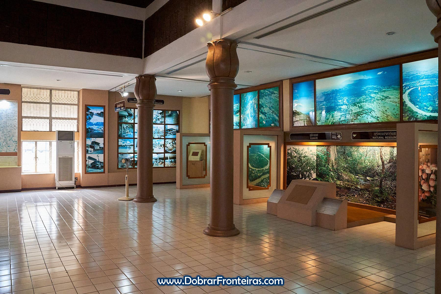 sala de museu de Sukhothai
