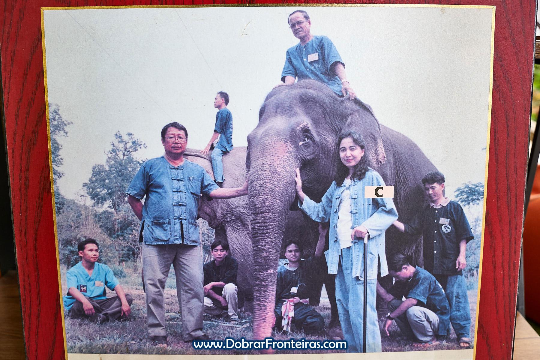 Soraida Salwala junto de elefante