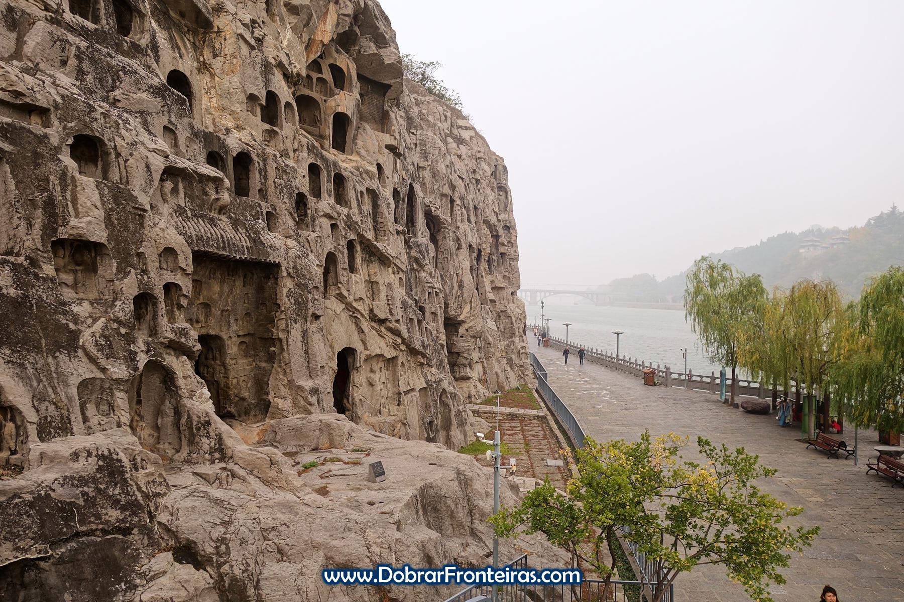 Grutas budistas de Longmen e o rio