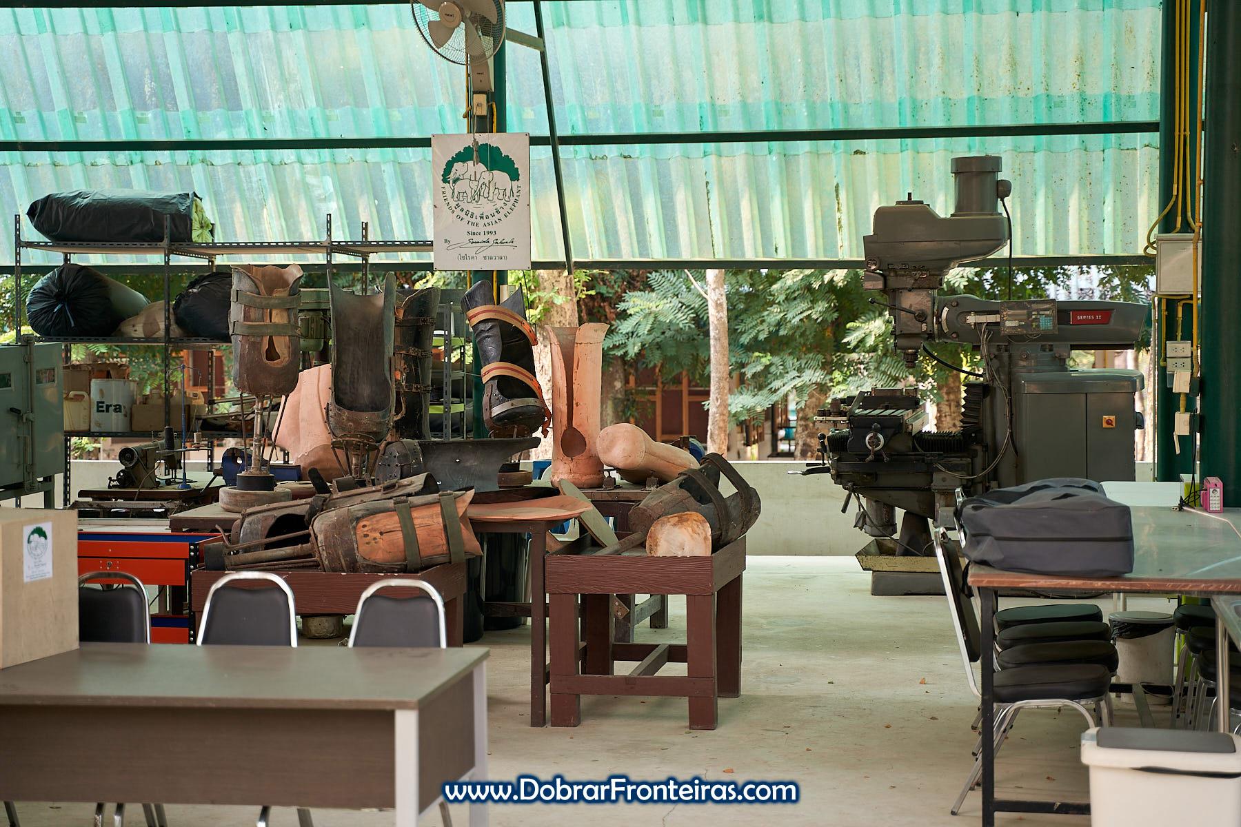 oficina de próteses para elefantes