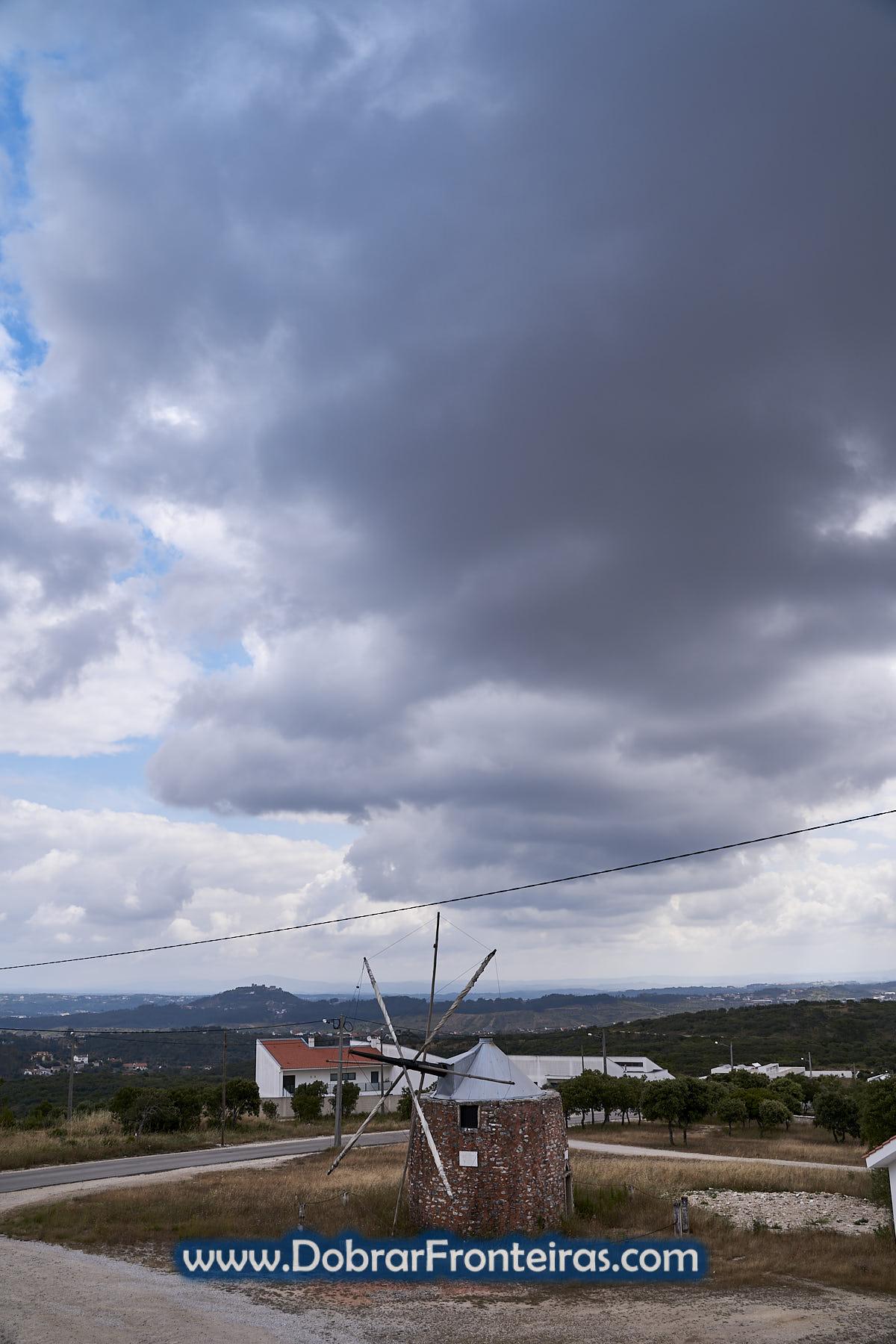 Moinho e castelo de Ourém visto da Senhora da Ortiga, Fátima