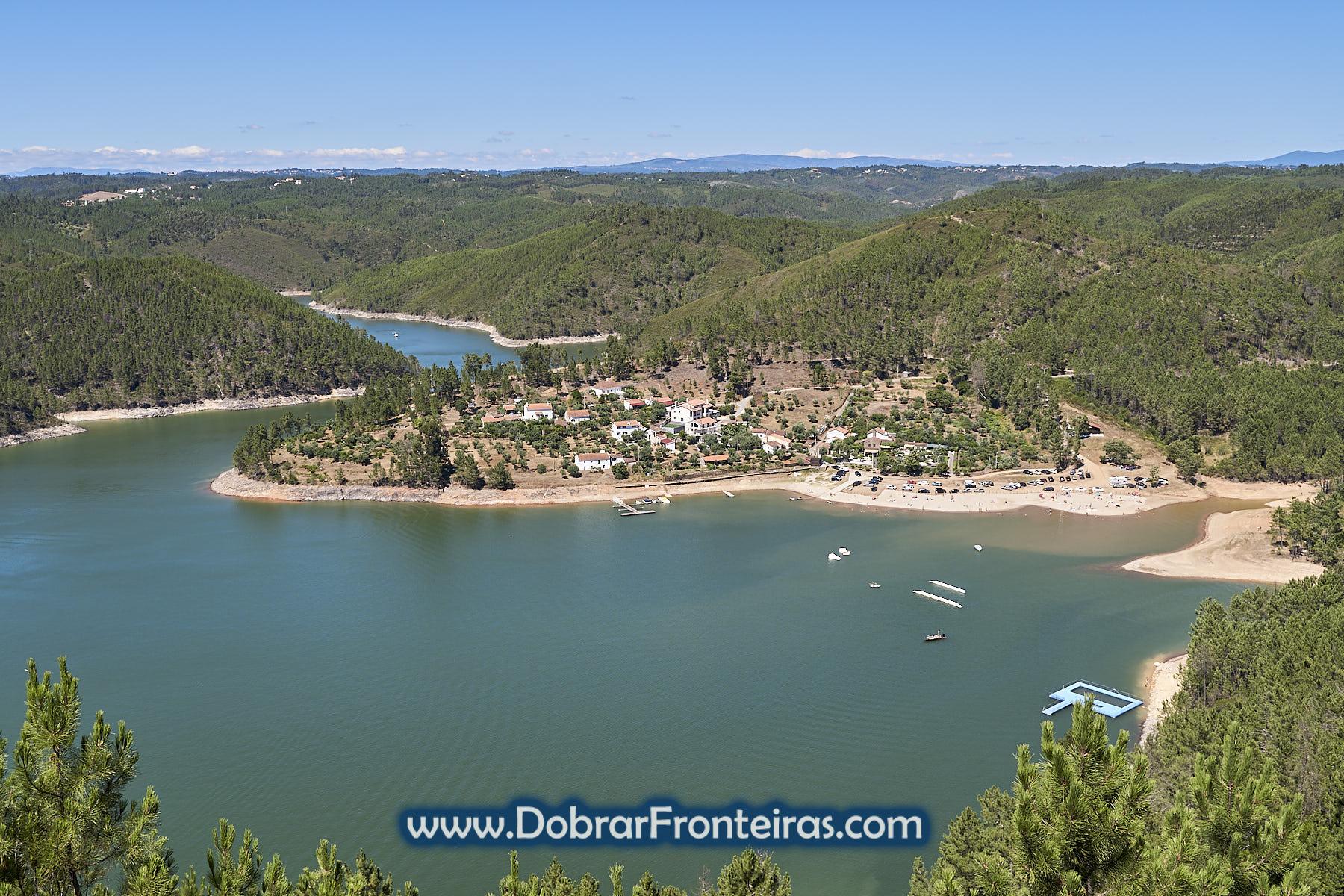 praia fluvial de Fernandaires vista do miradouro