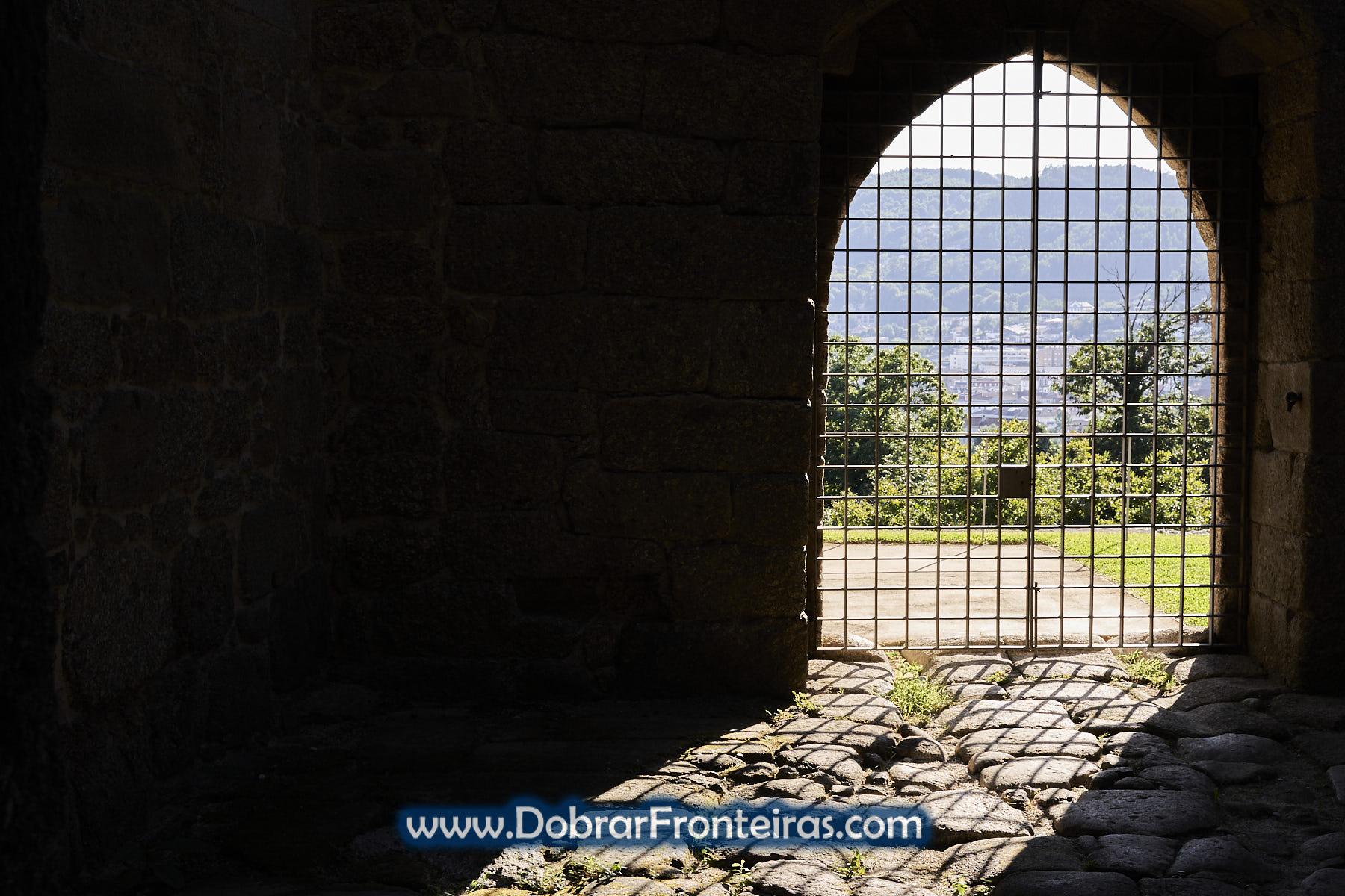 Portão de Castelo na sombra