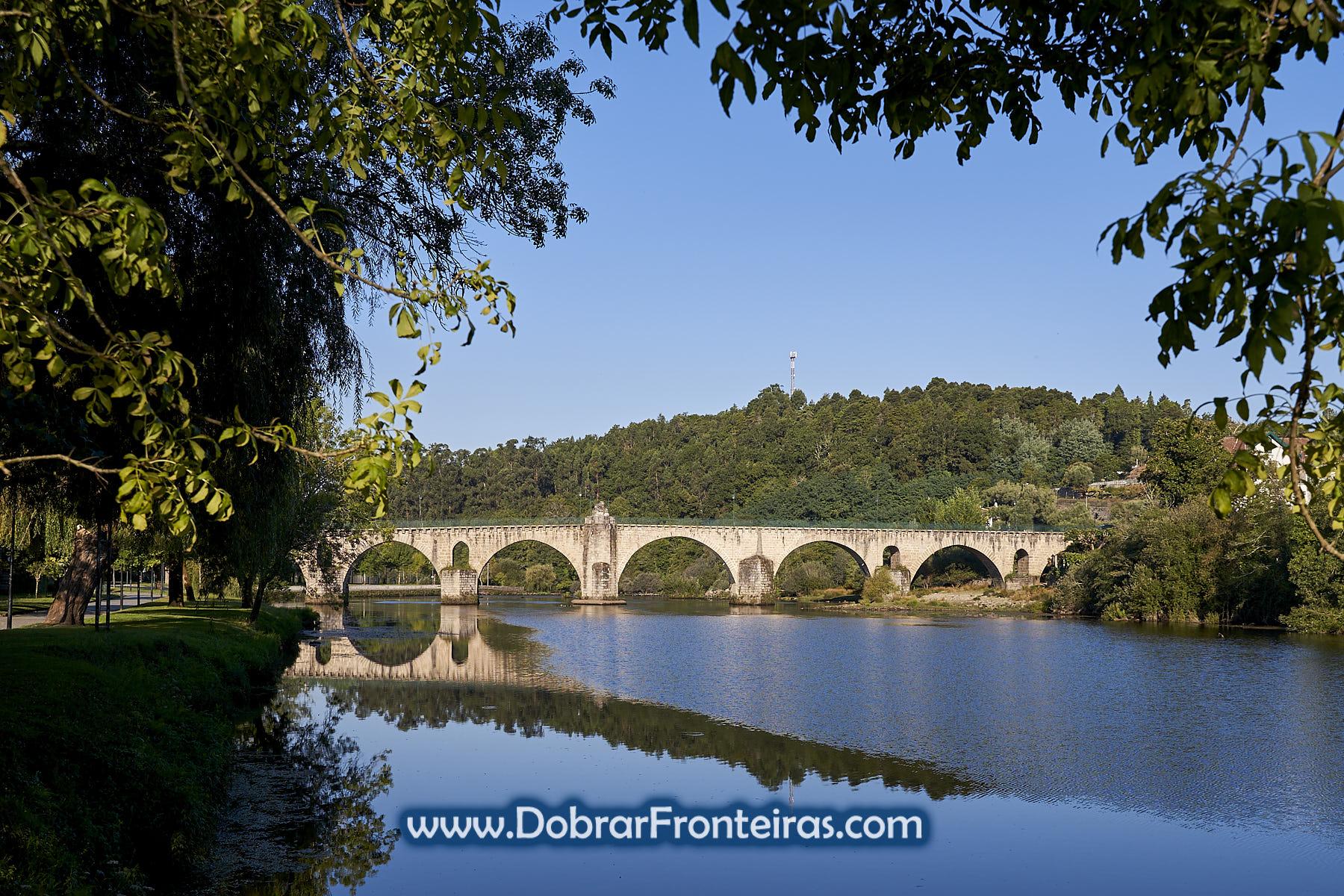 Ponte sobre o rio Lima em Ponte da Barca