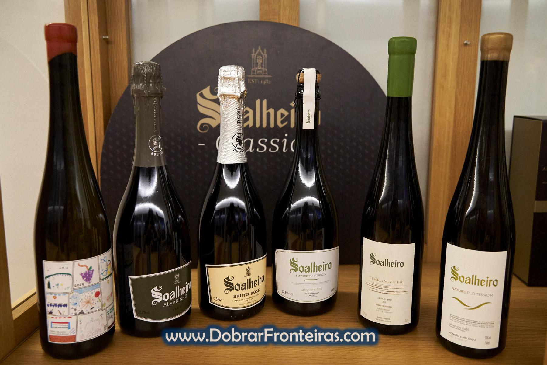 Garrafas de vinho verde alvarinho Soalheiro