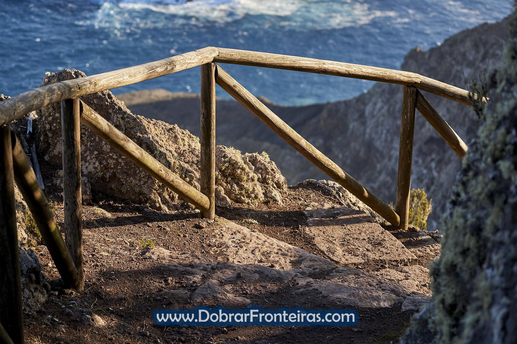 Percurso pedestre junto ao mar no Porto Santo